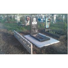 гранитный памятник с противоусадочной плитой №107