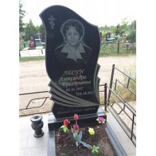 памятник резной с перьями №132
